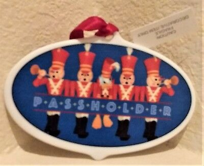 Disney Mickey's Very Merry Christmas Party 2018 Donald Passholder Ornament NEW