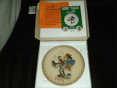 1973 Annual Plate Hummel Globetrotter Goebel #266 Boxcoa W Germany Bas Relief Mt