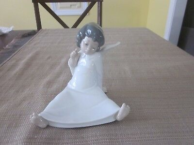 Lladro Sitting Angel Figurine 4962