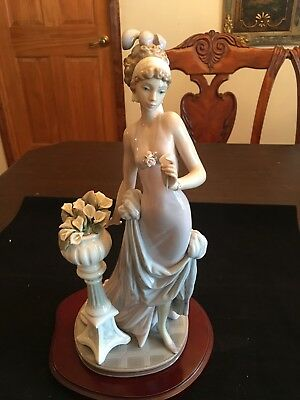 Lladro 5377 A Touch Of Class Figurine
