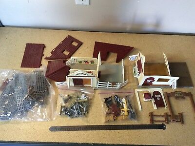 Breyer Tack Room Vet Barn Play Set   Parts Junkyard New-Ray Fencing