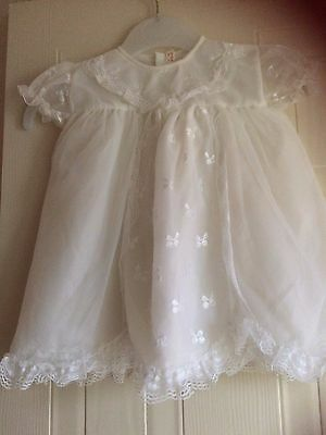 """Vintage baby white lined short sleeve dress,2 buttons down the back,size 16"""" top"""