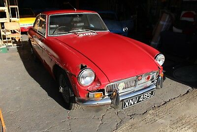 MGB GT 1970 - Red - Chrome Bumper - Wire wheels - Leather interior  - Paperwork