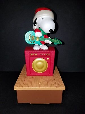 Snoopy Peanuts HALLMARK Wireless Christmas Band Music Works! SNOOPY GUITAR 2011
