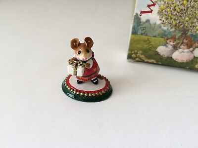 Wee Forest Folk M-241a  A WEE PRESENT -  Christmas Ltd. Edition, Retired - MINT