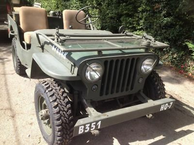 Willys jeep in Millitary dress