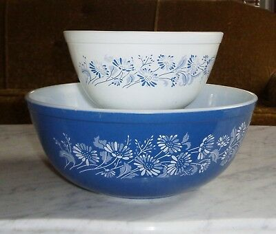 Vintage Pyrex Set of 2 Nesting Mixing Bowls Colonial Mist Blue Daisy 402 & 404