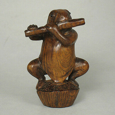 Boxwood Netsuke FROG PLAY MUSIC Carving WN190