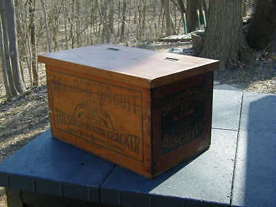 LOOSE WILES Sunshine Takhoma biscuit wooden box with lid
