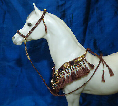 Arabian Presentation Set Hollywood Brown/Gold 1/9 scaleTraditional Breyer Stone
