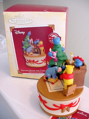 Hallmark Disney Winnie the Pooh Getting Ready For Xmas Music & Movement 2005
