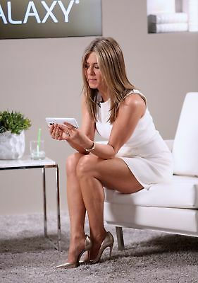 Jennifer Aniston Sitting Watching The Cell Phone 8x10 Picture Celebrity Print