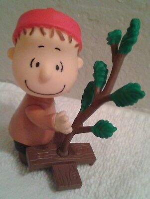 "2010 Linus w/Tree Keychain Peanuts Christmas Holiday Ornament Clip On 3""Figurine"
