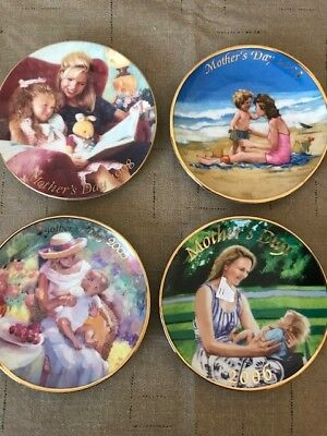 """Avon 1998 Mothers Day Collectors 5"""" Porcelain Plate Special Moments"""