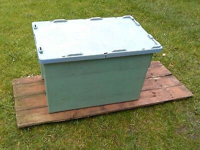 HEAVY DUTY PLASTIC STORAGE BOX WITH LID. STACKABLE. 600 x 400 x 355mm GREEN