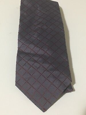 Hugo Boss 100% Silk Gray And Burgundy Check Tie - Made In Italy