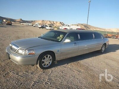 2009 Lincoln Town Car  2009 Lincoln Town Car 6 Passenger Executive Stretch Limousine CNG *No Reserve*