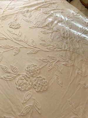 LOVELY VTG IVORY COTTON & CHENILLE STITCHED FRINGE BED SPREAD~Full size-NICE!
