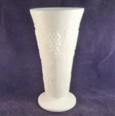 """COLONY HARVEST Milk Glass GRAPE & LEAF FLOWER VASE 7 1/2"""" Tall Footed White"""
