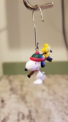Hallmark Ornament 2000 Winter Fun With Snoopy Peanuts Gang Mini  3rd in series