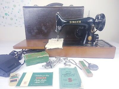 STUNNING VINTAGE  SINGER 99k HAND CRANK SEWING MACHINE WITH CARRY CASE.