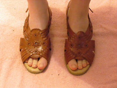 4062a40f10f Women s Cobbie Cuddlers Brown Leather Sandals Shoes Size 6.5 Wide Heel Strap