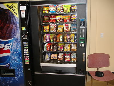 National 147 Glass Front Snack Vending Machine Refurbished With Credit Card