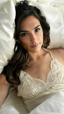 Gal Gadot Delicate With Lingerie In Bed 8x10 Photo Print