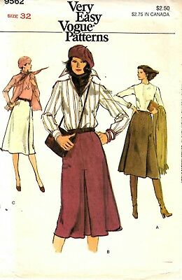 """Vintage 1970s Vogue Sewing Pattern Womens SKIRT with Pleats 9562 Sz 32"""" Waist UC"""