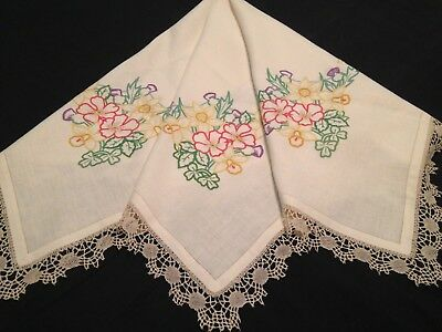 VINTAGE HAND EMBROIDERED TABLECLOTH ~ BEAUTIFUL FLOWERS And LACE