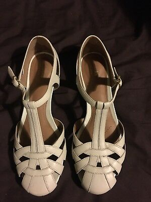 1d30b958ce5 WOMENS CLARKS WHITE sandals size 6 - £7.99