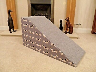 32cm High Pet Ramp in Dachshund Fabric/Light Grey Carpet