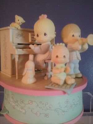 """Precious Moments """"I'D LIKE TO TEACH THE WORLD TO SING"""" Moving Music Box"""