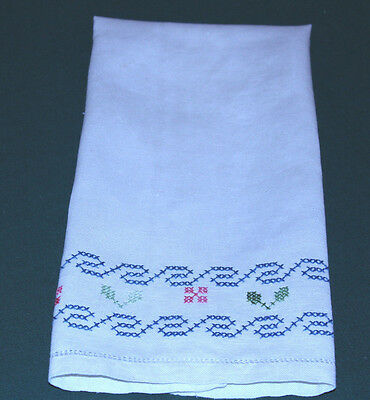 ANTIQUE CROSS STITCH EMBROIDERED LINEN TOWEL, EXPERT EMBROIDERY, c1930