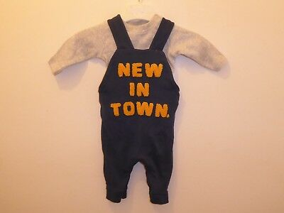 MOTHERCARE Lovely Baby Boys Dungarees NEW IN TOWN Outfit Set 1 Month Newborn VGC