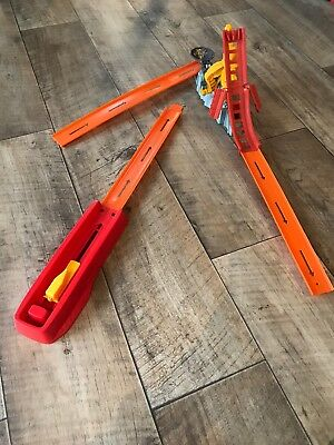 HOT WHEELS Trick tracks slam bridge dunk play set With Truck TraCk Car Used Once