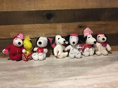 PEANUTS Charles Schulz Snoopy Plush Lot of 7 VALENTINES DAY