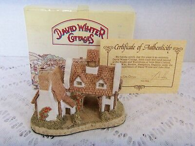 David Winter Cottages 1985 THE SCHOOLHOUSE w/Box & COA Decorative Collectible