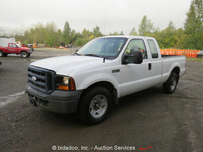 2006 Ford F-250 4-Door Extended Cab Pickup Truck 5.4L V8 8' Long Bed A/C A/T