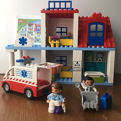 Lego Duplo Hospital Doctor's Clinic Set 5695 COMPLETE Ambulance Lights Cast Roof