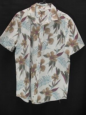 1980's Vintage Short Sleeved Shirt in Botanical Print.