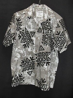 1980's Vintage Short Sleeved Shirt in Bold Abstract Design.