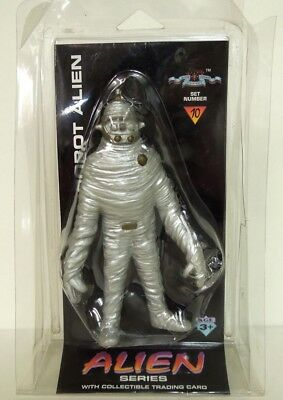 ROBOT ALIEN Shadowbox Action Figure w/ Collectible Trading Card 1996