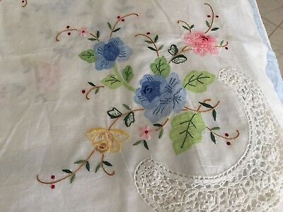 Gorgeous Vtg  Embroidered & Applique Linen Tablecloth and 10 Napkins