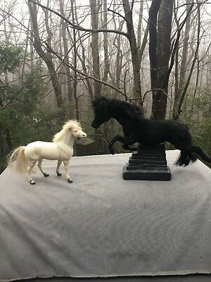 2~VINTAGE HORSE TOY collectable animal Lot Of 2 Plastic Horses