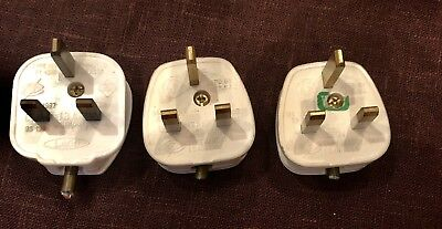 3 vintage electric 13A 220v fused plugs