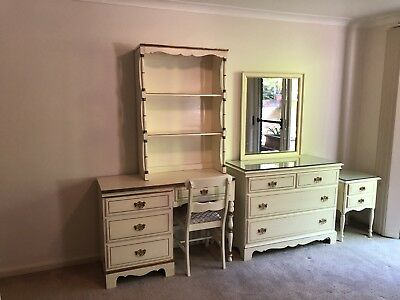 Vintage Clic Queen Anne Red Antique White S Bedroom Suite