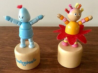 In The Night Garden Igglepiggle And Upsy Daisy Two Wooden Collapsible Figures