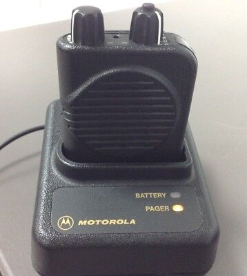 Motorola Minitor 4 Minitor IV Pager with Charger, AC Adapter, 1F SV A03KUS9238BC