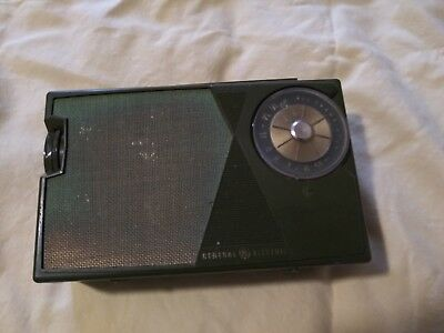 Vintage General Electric Transistor Radio ~ Dk Green ~ Tested And Works!